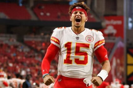 Patrick Mahomes helps get Chiefs back on winning track